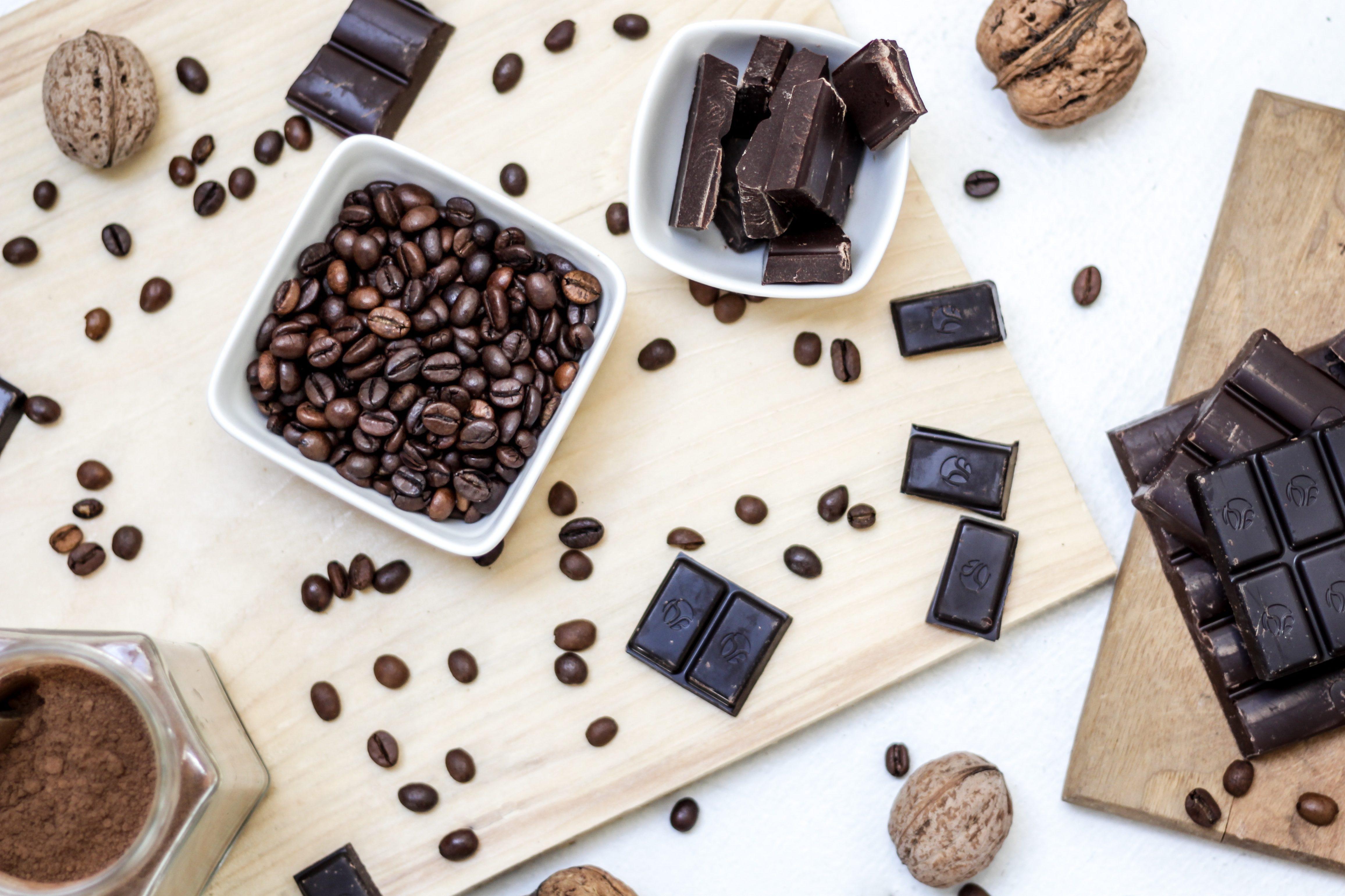 kahvia ja suklaata