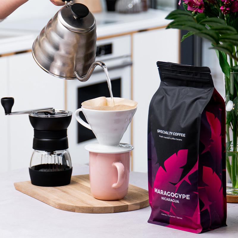 Karaaminen kahvisuodatin Hario V60