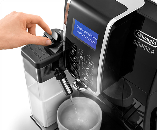 """Automaattinen maitojärjestelmä """"LatteCrema"""""""